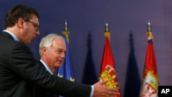Predsednik Srbije Aleksandar Vučić i američki senator Ron Džonson na konferenciji za novinare u Beogradu, 10. septembar 2018.