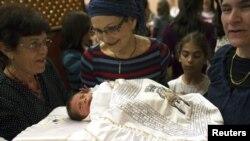 Data menunjukkan banyak kelahiran bayi yang tidak tercatat. Hal ini menimbulkan masalah, karena berarti tidak ada catatan hukum atas keberadaan mereka (Foto: dok).