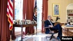 奧巴馬12月17日星期三在白宮給古巴主席勞爾卡斯特羅打電話。