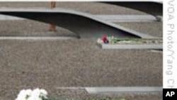 9/11八周年 民众到五角大楼纪念园悼念死难者