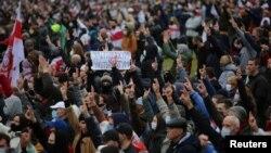 Masovni protesti u Minsku, 25. oktobar 2020. (Foto: Rojters/Stringer)