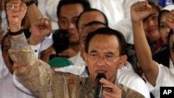 Menteri Agama Suryadharma Ali memberikan semangat kepada para hadirin, saat mendeklarasikan dukungan bagi kandidat presiden Prabowo Subianto di Jakarta, 19 Mei 2014 (Foto: dok).