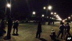 در حملۀ دوم جمعه شب، شورشیان پایگاه نظامی ناتو را در نزدیکی میدان هوایی کابل هدف قرار دادند.