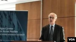 前美國在台協會主席卜睿哲2019年12月11日在喬治華盛頓大學座談會解讀台灣選情(美國之音鍾辰芳拍攝)