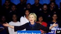 Kandidat capres AS dari Partai Demokrat Hillary Clinton saat berkampanye di Clark Atlanta University, 30 Oktober 2015, di Atlanta, Georgia.
