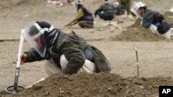 پیش از این نیز کارمندان ماین روبی در افغانستان مورد حمله قرار گرفته بودند