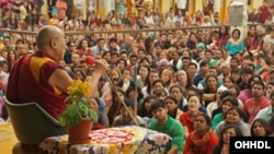 Public Audience for Foreigners in Dharamsala (dalailama.com)