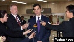 지난해 3월 한국을 방문한 데이비드 코언 미국 재무부 테러·금융정보 담당 차관이 기자들의 질문에 답하고 있다.