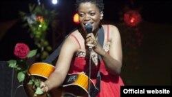 Yolanda Kakana (Moçambique)