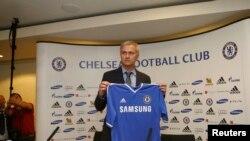 Jose Mourinho, resmi memulai jabatan sebagai Manajer baru Chelsea, masa jabatan keduanya di klub Inggris ini, Senin (10/6).
