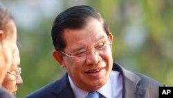 Thủ tướng Hun Sen bị cáo buộc 'nhiều lần sử dụng bạo lực chính trị, đàn áp và tham nhũng để duy trì quyền lực'