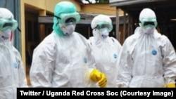 Les éléments de la Croix-Rouge en tenue de protection dans la zone où sévit Ebola près de la frontière avec l'Ouganda à Beni, RDC, 2 novembre 2018. (Twitter/Uganda Red Cross Soc)