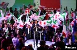 Pemimpin Partai Demokrat Matteo Renzi berpidato pada kampanye hari terakhir menjelang Pemilu 4 Maret di Florence, Italia, 2 Maret 2018.