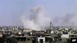 Gambar dari video amatir ini menunjukkan sebuah ledakan di Homs, Suriah, 10 April lalu.
