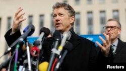 Rand Paul discute con la prensa su demanda en contra del presidente Obama por el espionaje de la NSA.