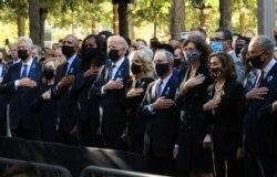Figuras políticas de Estados Unidos rindieron tributo el sábado a las víctimas de los atentados ocurridos hace hoy dos décadas. [Reuters]