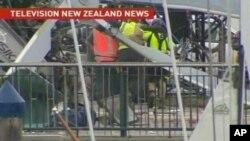 تێـکشـکانی ههلیکۆپـتهرێـک له دهمی دانانی دارێـکی کرسمس له نیوزیلاند