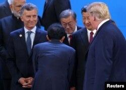 ABŞ prezidenti Donald Tramp və Çin prezidenti Şi Tsinpin G-20 sammitində