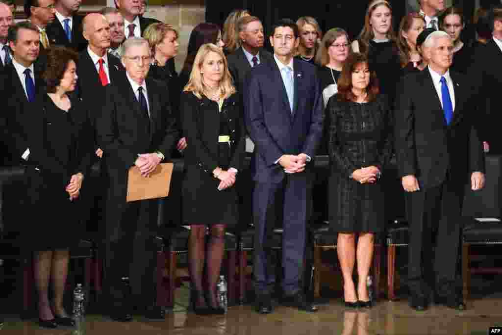 برگزاری مراسم یادبود سناتور فقید جان مک کین از سوی قانونگذاران در کنگره.در این مراسم رهبران سنا و مجلس از جمله میچ مککانل و پل رایان رهبران اکثریت جمهوریخواهان و مایک پنس معاون رئیس جمهوری و برخی دیگر از قانونگذاران حضور داشتند.