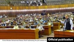 Thủ tướng Nawaz Sharif đã triệu tập phiên họp khẩn để thảo luận về lời yêu cầu của Ả Rập Xê-út.