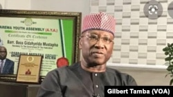 Boss Mustapha, secrétaire-général à la présidence et président de la commission sur le Covid-10 à Abuja, le 13 avril 2020. (VOA/Gilbert Tamba)