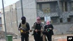 Ekstremisti u Faludži sukobljavaju se sa iračkim snagama bezbednosti (snimak od 5. januara 2014.)