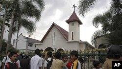 지난해 2월 이슬람 극단주의자들의 공격을 받은 인도네시아의 한 교회.