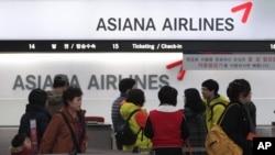 Hãng hàng không lớn Asiana của Hàn Quốc đã xác nhận họ đang cung cấp thông tin phù hợp với yêu cầu của Trung Quốc trước khi đi qua khu vực này