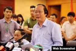 Thứ trưởng Bộ Tài Nguyên & Môi trường Võ Tuấn Nhân chủ trì cuộc họp báo ngày 27/4 công bố nguyên nhân vụ cá chết hàng loạt ở miền Trung. Ảnh epa/Luong Thai Linh
