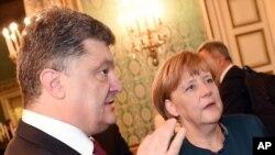 乌克兰总统波罗申科在米兰峰会上会见德国总理默克尔