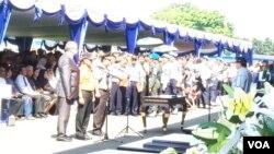 Pemerintah menyerahkan 45 jenazah korban kecelakaan pesawat Sukhoi Superjet 100 kepada pihak keluarga di Bandara Halim Perdana Kusuma, Jakarta, Rabu Pagi