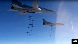 هواپیماهای روسیه در حال بمباران در هوای سوریه