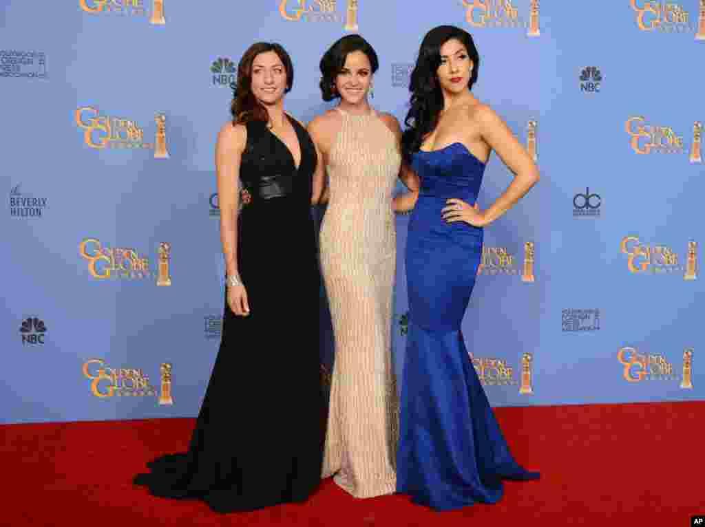 Chelsea Peretti, Melissa Fumero û Stephanie Beatriz.