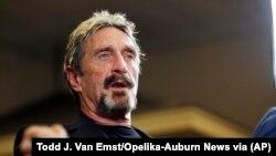 John McAfee saat mengumumkan pencalonannya dalam pilpres, di Opelika, Alabama, 9 September 2015. (Foto: Tood J. Van Emst/Opelika-Auburn News via AP)