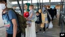 ვაშინგტონის აეროპორტში ჩამოსული ავღანელი ოჯახები