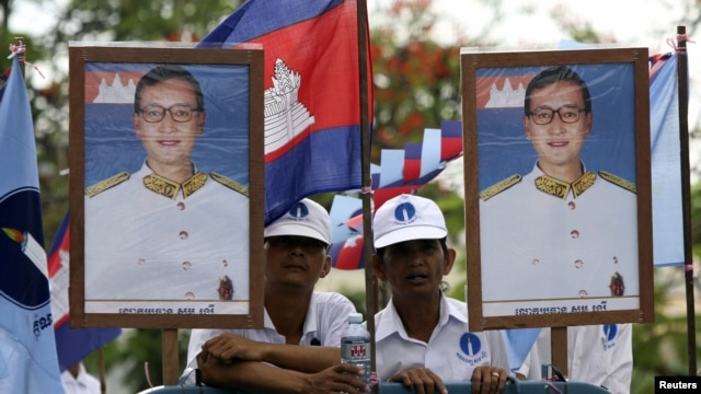 Members of the opposition Sam Rainsy's party  take part in a local commune election campaign in Phnom Penh, Cambodia, May 18, 2012.