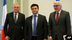 From left, French Foreign Minister Jean-Marc Ayrault, Ukrainian Foreign Minister Pavlo Klimkin and German Foreign Minister Frank-Walter Steinmeier pose for a photo after their news conference in Kyiv, Ukraine, Feb. 23 2016.