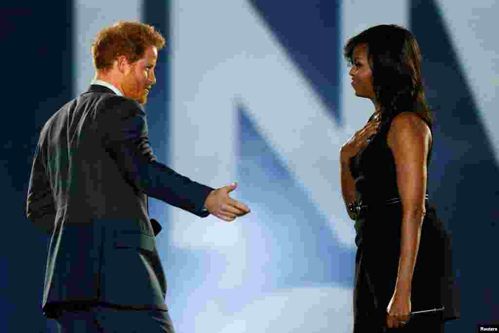İngiltere Prensi Harry ve Michelle Obama.