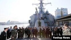 미·한 연합해군 교류 확대와 독수리 훈련에 참가하기 위해 강원 동해시 동해항에 입항한 미 해군 이지스함 라센함이 6일 공개됐다.