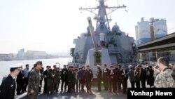 미·한 연합해군 교류 확대와 독수리 훈련에 참가하기 위해 강원 동해시 동해항에 입항한 미 해군 이지스함 라센함이 지난 6일 공개됐다. (자료사진)