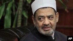 Le grand imam d'Al-Azhar, prestigieuse institution de l'islam sunnite, Ahmed Al-Tayeb, lors d'un entretien au Caire, Egypte, 8 août 2011.
