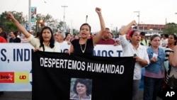 Marcha de protesta para exigir justicia por el asesinato de la ambientalista Berta Cáceres. El jueves su colega Lesbia Urquía también fue encontrada muerta.