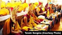 Tenshug offering at Tsuglakhang temple