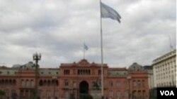 En la Casa Rosada se viven momentos de tensión tras el traspié electoral del domingo.