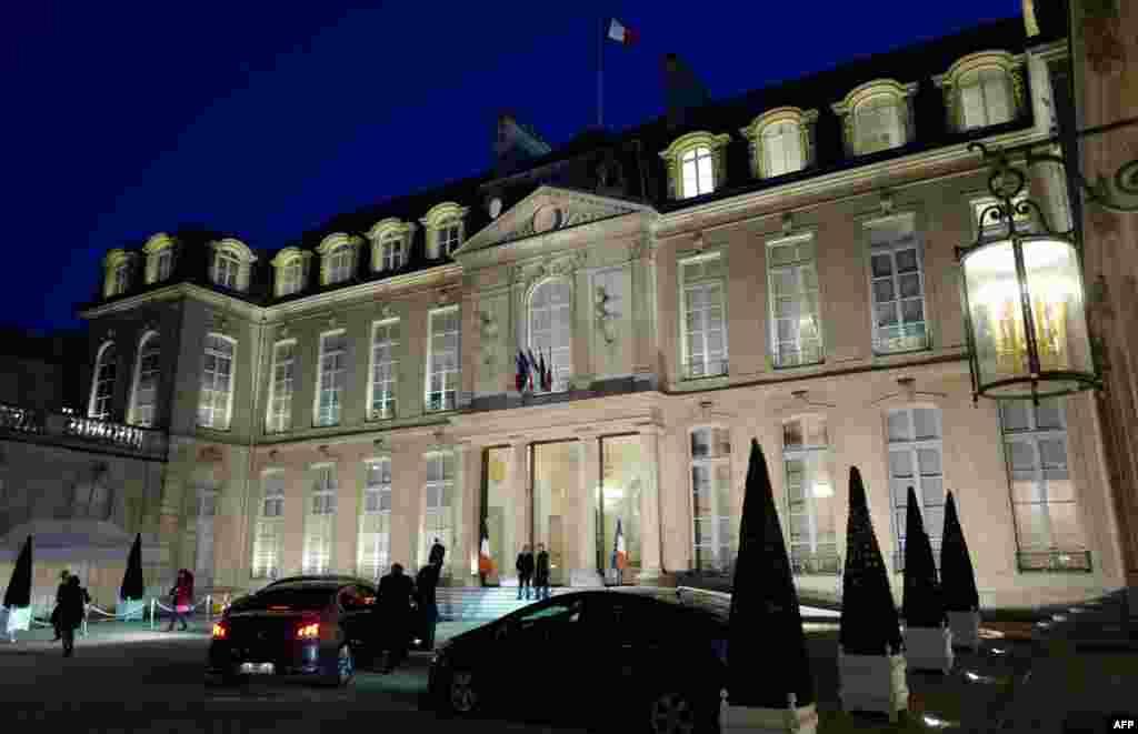 2018年2月16日,在接受法国总统邀请参加农历新年庆祝活动之后,法国华人社区的成员离开巴黎的爱丽舍宫。