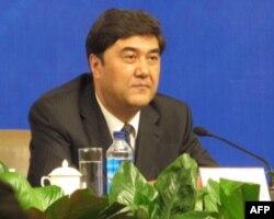 新疆政府主席努尔.白克力
