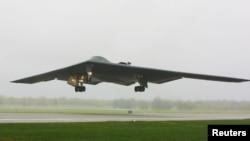美国空军B-2幽灵轰炸机