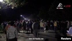Người Myamar biểu tình trên đường phố tối 14/2.