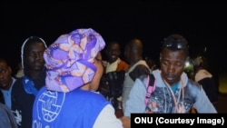 Arrivée des passagers du premier des huit avions affrétés de la Libye vers le Niger, le 6 décembre 2017. (ONU)