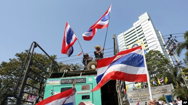 FILE - Anti-government protesters block the main gate of the Ministry of Natural Resources during a rally in Bangkok, Jan. 21, 2014.